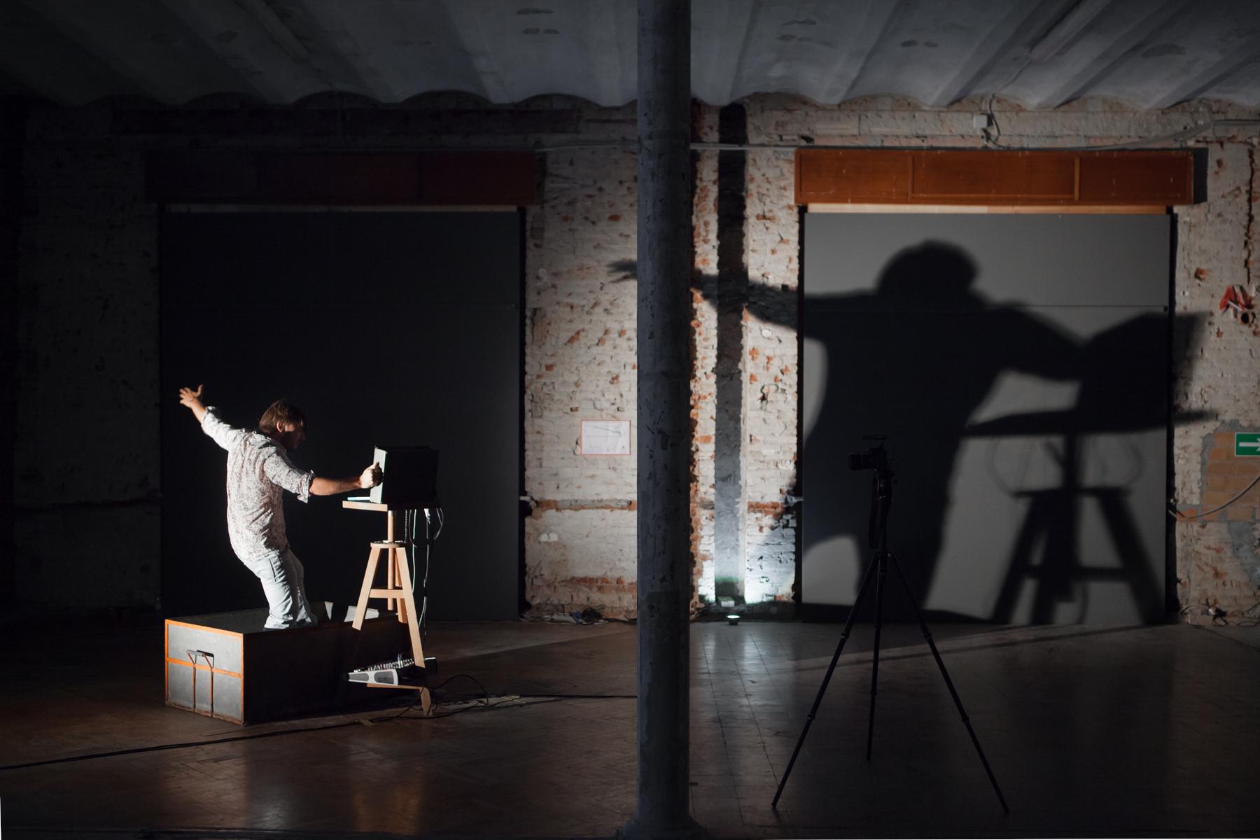 Félix Lachaize, Perf Pad Dance. hand truck sound ride, 2016, performance, Livenel performingartsfestival, Piacenza, fotografia Daniele Signaroldi_2